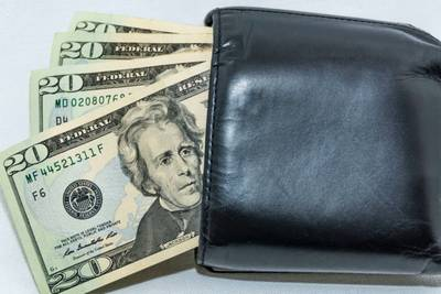 Florida teen praised for turning in wallet containing $479